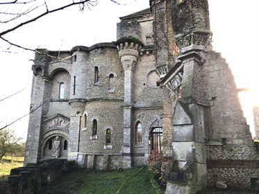 Castle 1 hour from Paris and 30 minutes north of Compiègne
