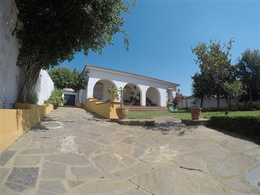Maison avec piscine dans charmant village