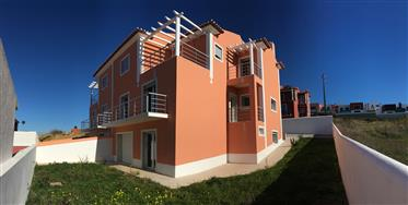 Praia de S. Julião/Baleia  -  Moradia T4 para estreiar