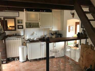 Casa de fazenda restaurada bonita com associação