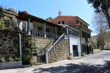 Quinta met woonhuis (4 slpkrs) en 0,9 ha grond, Venda de Porco, Oliveira do Hospital