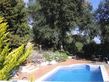 Casa familiar com piscina, jardim e bela vista