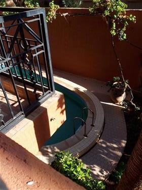 Villa de ville avec piscine