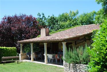 Close to Cahors, stone with barn and outbuildings and swimmi...