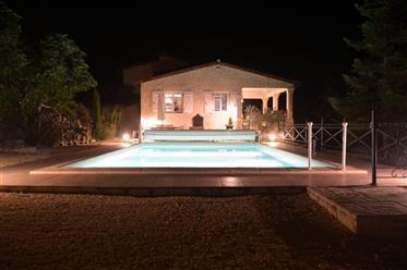 Maison de charme en excellentes conditions avec dépendance et piscine