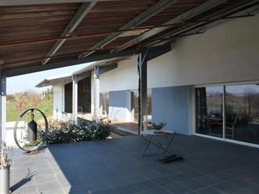 Maison contemporaine en pleine nature avec vue