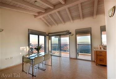 Außergewöhnliche Villa am Berg mit Blick auf das Meer von Galiläa