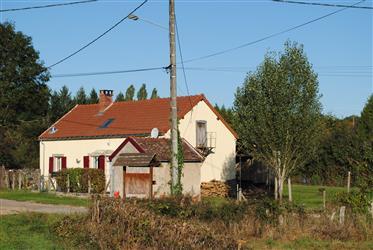 Vrijstaand Bourgogne nieuw dak + septic. Goede verhuur
