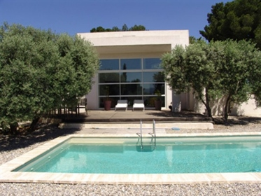 Holiday house rental with private pool in Marseille Provence. Beautiful contemporary villa