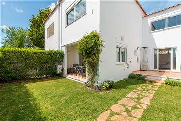 Villa Tavira con jardín privado amurallado