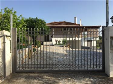 Μεγάλο σπίτι προς πώληση κοντά στην Καλαμάτα