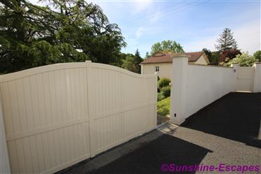 Beautiful Detached house with 4 Bedrooms plus immaculately g...