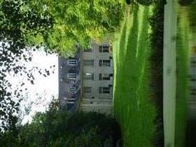 Kasteel gerestaureerd op 1.100m2 Center seminars, kantoren en huisvesting, op 9.2 hectare van het P