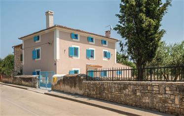 Rare trouver! Belle vieille villa en pierre de 165m2 avec piscine dans le centre de Medulin et bâti