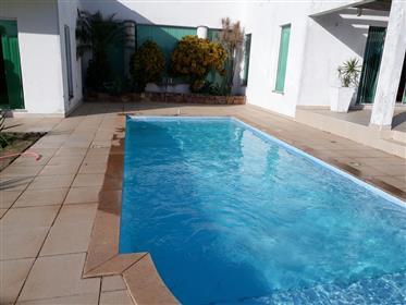 Εξαιρετικό αρχοντικό με 3.300 τ.μ. στην κατοικημένη περιοχή Guarapari Lagoa da Praia