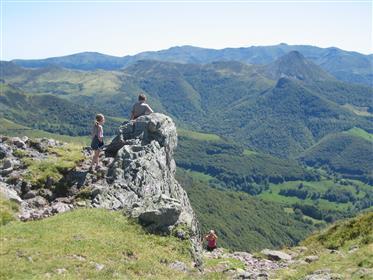 Traumlage in der Auvergne plus 2 Gites! Mit vielen Möglichkeiten, sowohl privaten als auch kommerzi