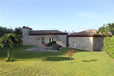 Villa independiente V3 (2,5 hect) con posibilidad de construcción.