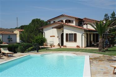 Casă cu piscină în inima Toscanei