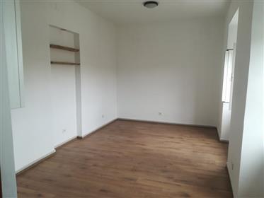 Όμορφο ανακαινισμένο διαμέρισμα, ιδανικό για βραχυπρόθεσμη ή μακροχρόνια ενοικίαση