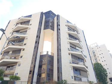 Erstaunliche Wohnung, Hell, 140qm, Zentrale Lage!!!