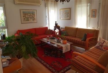 Erstaunliche Wohnung, Hell, 220qm, Zentrale Lage!!!