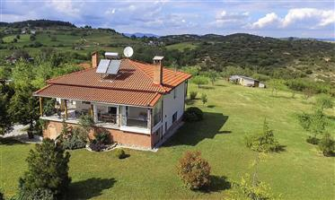 Country house with guest residence + pool