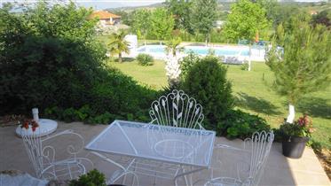 Casa de campo con residencia de huéspedes + piscina