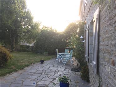 Sehr geräumige, modern-traditionelle Landvilla