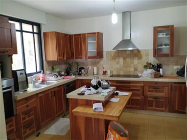 Lovely home, spacious rooms, 300Sqm, must see!!!