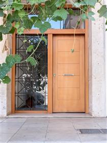 Comfortable, large apartment in the center of Athens
