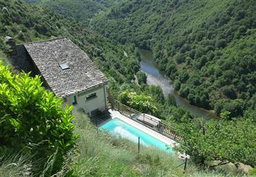 Maison dans un superbe environnement au nord de l'Aveyron (12)