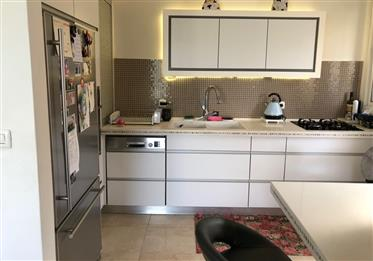 Amazing apartment, Master bedroom, garden, must see!!!