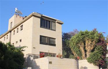 Amazing apartment, Bright , 126 Sqm + 114 attic, prime location!!!