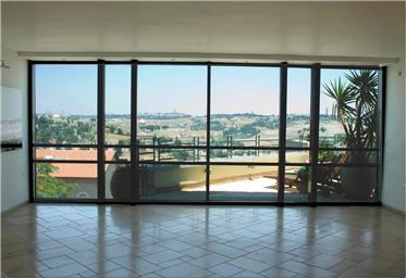 Barganha, apartamento espaçoso, vistas deslumbrantes da Cida...