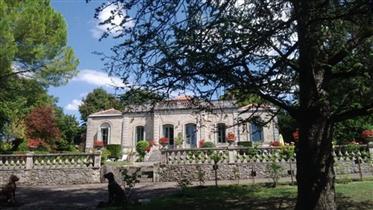 Vends cette très belle propriété au pied d'Angoulême 280m²