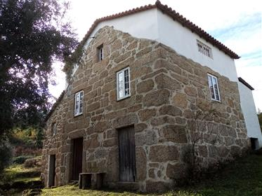 Quinta, 4.8 hectares with Main house, guest house, barn and ...