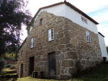 Quinta, 4,8 hectares avec maison principale, maison d'hôtes, grange et 2 ruines