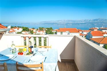 Prodaje se udobni apartmani s pogledom na more