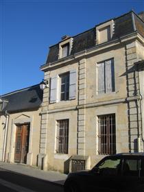Όμορφο Maison de Bourg του 18th αιώνα