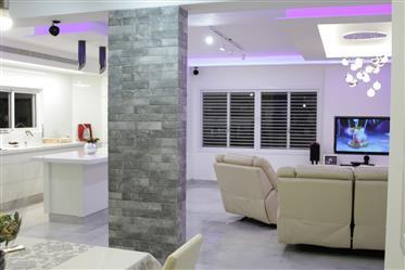 Bargain Price!!! spacious, bright, quiet private home
