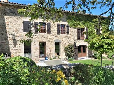 Maison en pierre 9 pièces intégralement rénovée