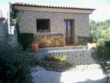 Casa bonita construída da pedra