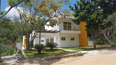 Villa nouvellement construite 210 mètres carrés. Avec piscine