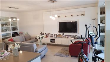 New 5 room apartment, quiet bright and spacious, 150 Sqm