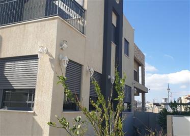 Condo house, very spacious, very quiet street, Amazing neighborhood