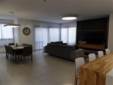 In the magnificent K Tower building, large spacious apartment 201Sqm