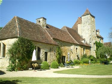 Domaine De Prestique XVIeme inscrit 13 Chbres 2 Piscine Sauna Chapelle activité en place