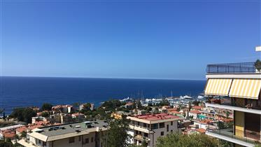Cosy penthouse with beautiful seaview in Sanremo