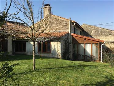 Stone built house/fermette