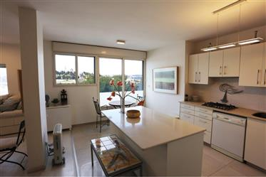 Fully renovated apartment, 112Sqm, spectacular view, rare opportunity